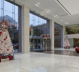 Natura 100 Congress Avenue Lobby Holiday Decor