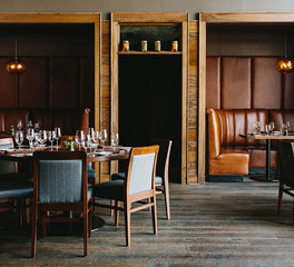 Porcelanosa_Oak_Steakhouse _Dining_area