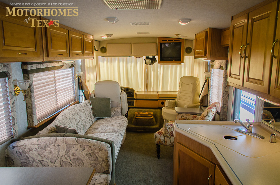 1998 Fleetwood Southwind 32H Priced at $ 15500