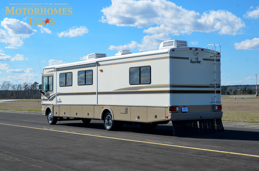 1999 Fleetwood Bounder 36' Priced at $ 21500