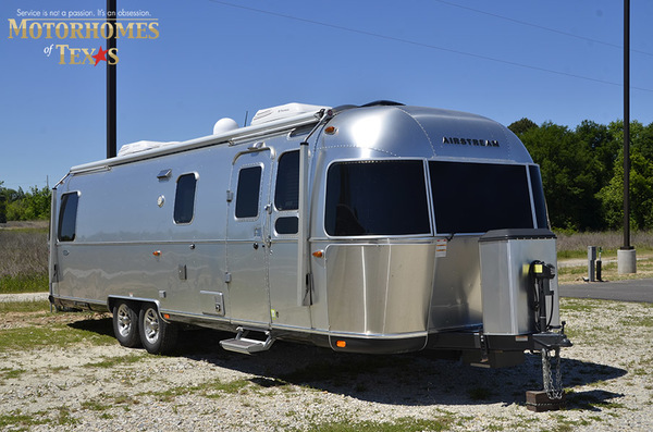 C1999 2016 airstream classic 30jwb  queen rear 894