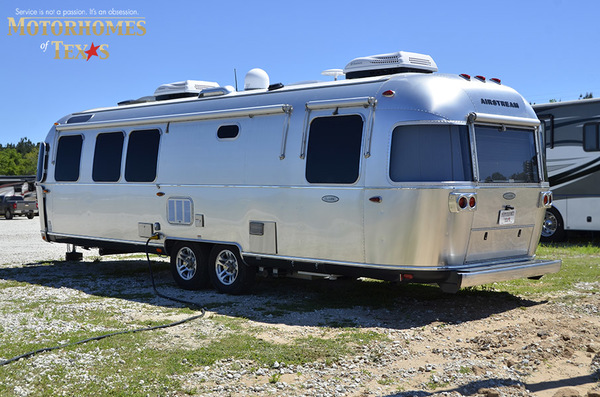 C1999 2016 airstream classic 30jwb  queen rear 897