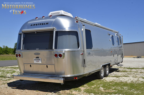 C1999 2016 airstream classic 30jwb  queen rear 898