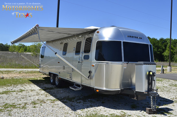 C1999 2016 airstream classic 30jwb  queen rear 900