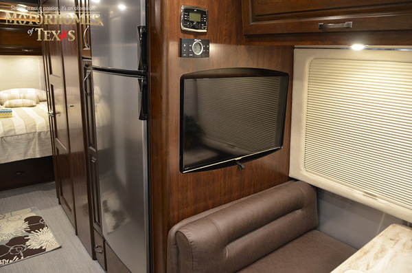 C1999 2016 airstream classic 30jwb  queen rear 910