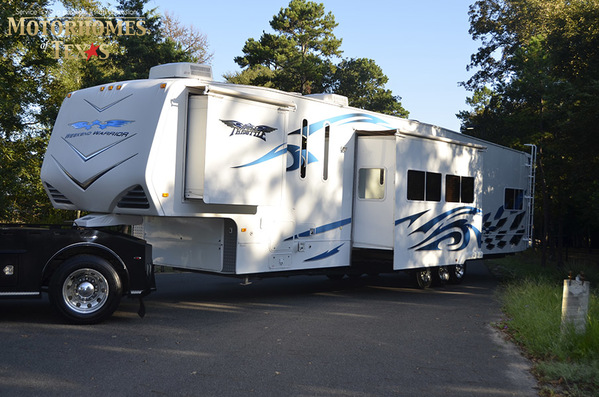 2009 Weekend Warrior 5th Wheel Toy Hauler FLT 4005