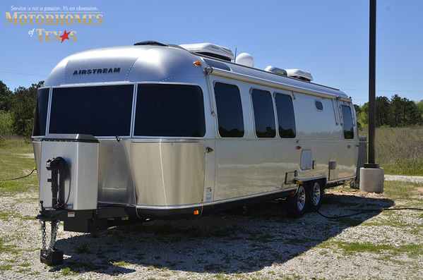 2016 Airstream Classic 30JWB Queen Rear