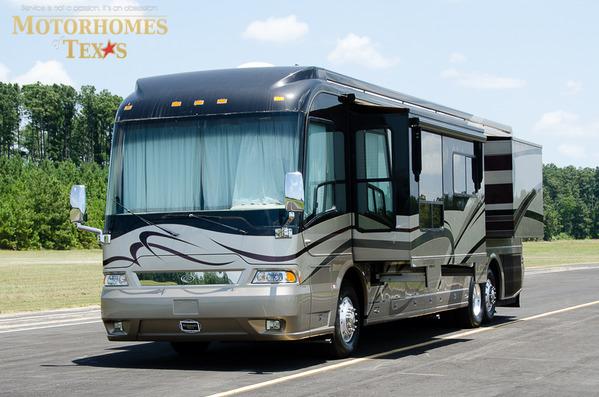 2005 Country Coach Magna 42'