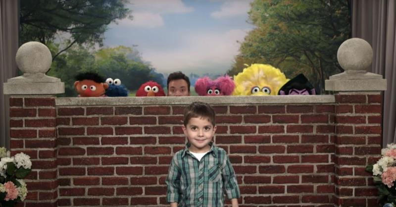 Jimmy Fallon and 'Sesame Street' perfect the art of the photobomb
