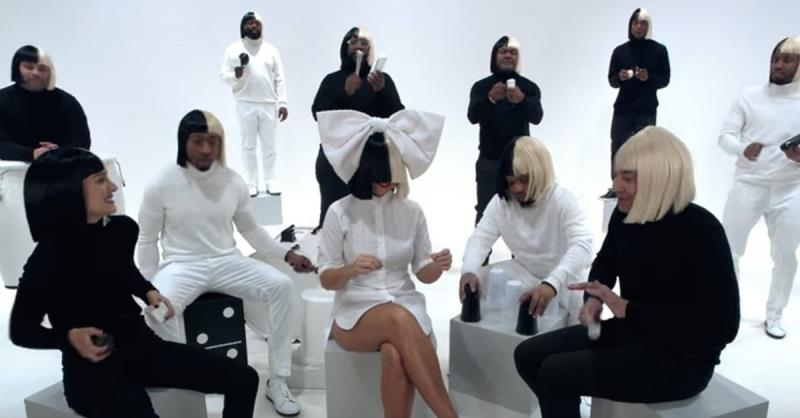 Jimmy Fallon, Sia and Natalie Portman play 'Iko, Iko' with spoons and a deck of cards