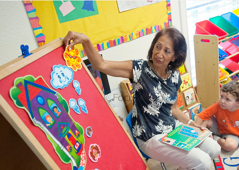 Preschool teaches English-speaking children Spanish