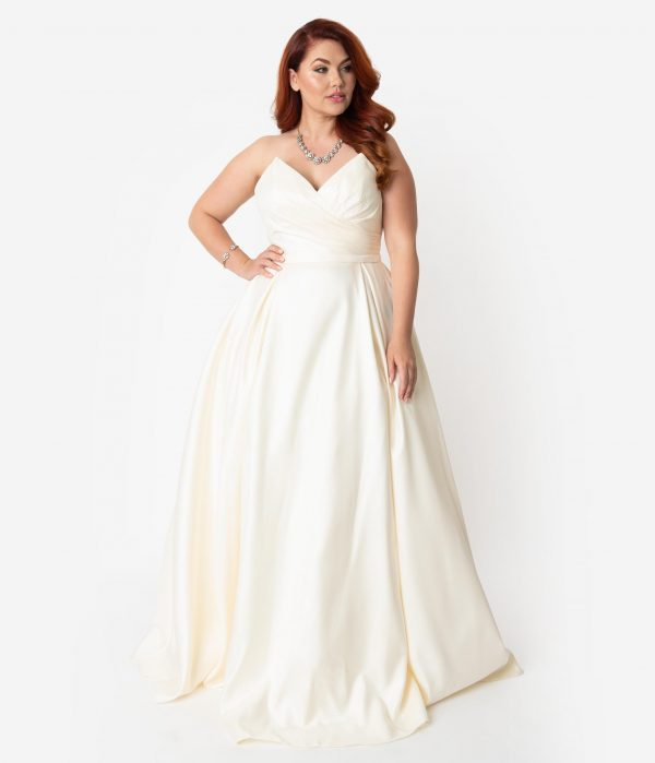 Plus Size Cream Satin Pleated Pointed Sweetheart Strapless Wedding Gown