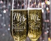 Set of 2, Wedding Champagne Flutes, Mr and Mrs Personalized Champagne Glasses, Wedding Toasting Flutes, Wedding Favors, Gift for Couples N5