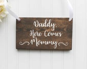 Daddy Here Comes Mommy Wooden Sign Ring Bearer Sign Flower Girl Sign Rustic Wedding Decor Wedding Decor Spring Wedding Summer Wedding
