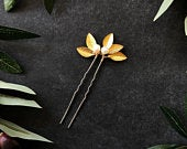 Classic Pearl Gold Leaf Hair Pins (1) // Ivory Pearl Pin, Bridal Hair Pins, Wedding Hair Accessories, Minimalist Wedding, Updo Hair Pins