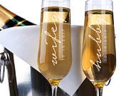 Set of 2, Wifey Hubby Wedding Champagne Flutes, Personalized Champagne Flute Wedding Favors, Custom Bride and Groom Champagne Glasses N14