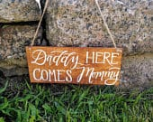 Daddy, here comes Mommy wood sign, Mommy is walking down the aisle sign, hanging here comes Mommy sign, wedding sign