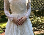 Sz 0/2 Amazing 1950s Pearls and Tulle Handmade Princess Wedding Gown with Attached Train