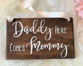 Daddy Here Comes Mommy Wedding Wood Sign. Ring Bearer Sign. Rustic Wedding Decor. Daddy Mommy Wedding Sign. Wedding Decor. Rings Sign.