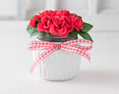 Valentines day gift for her, mini roses, buffalo plaid bow, farmhouse arrangement, bouquet in vase, white mason jar, dark pink flowers, desk