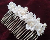 Custommade lace and pearl bridal hair comb, bespoke hair comb for brides or bridesmaids, Spring summer wedding, first communion hair comb