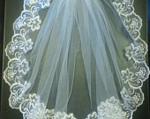 Bridal veil 1 Tier LACE EDGE bridal veil. 23 long Bridal wedding veil. White, Ivory, girls communion Veil