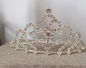 Striking mid size tiara with sparkly crystals