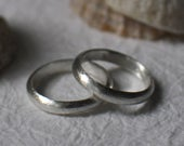 18ct White Gold Wedding Ring Set / His and Hers Wedding Band Rings / Couples Wedding Bands / Brushed Texture / Simple Gold Bands