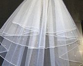 2 Tier bridal Veil IVORY Pencil edge veil.Pearls or Crystal Pencil edge veil with detachable comb Loops,Shoulder Length Cathedral length