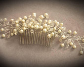 Stunning large bridal comb, pearls, pefect for any brides special day.