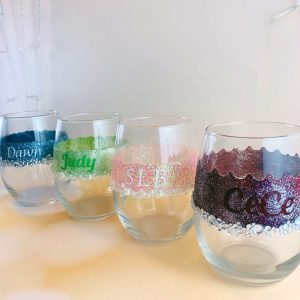DIY Personalized Glitter Wine Glasses. 5 Steps! 4