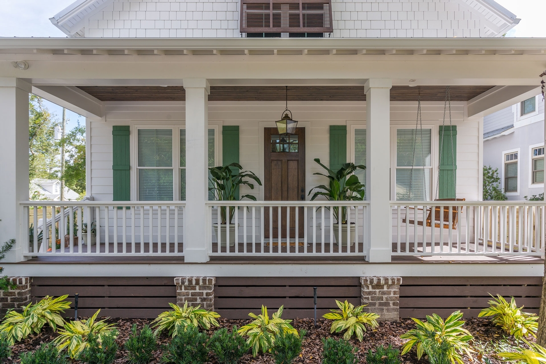 house in saint simons island, front porch, white house