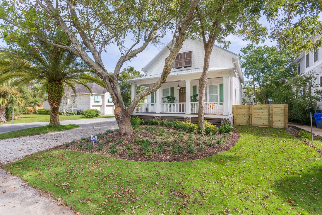 front lawn, front porch