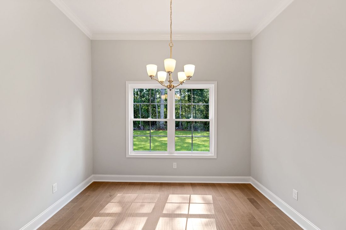 dinning room, wooden flooring