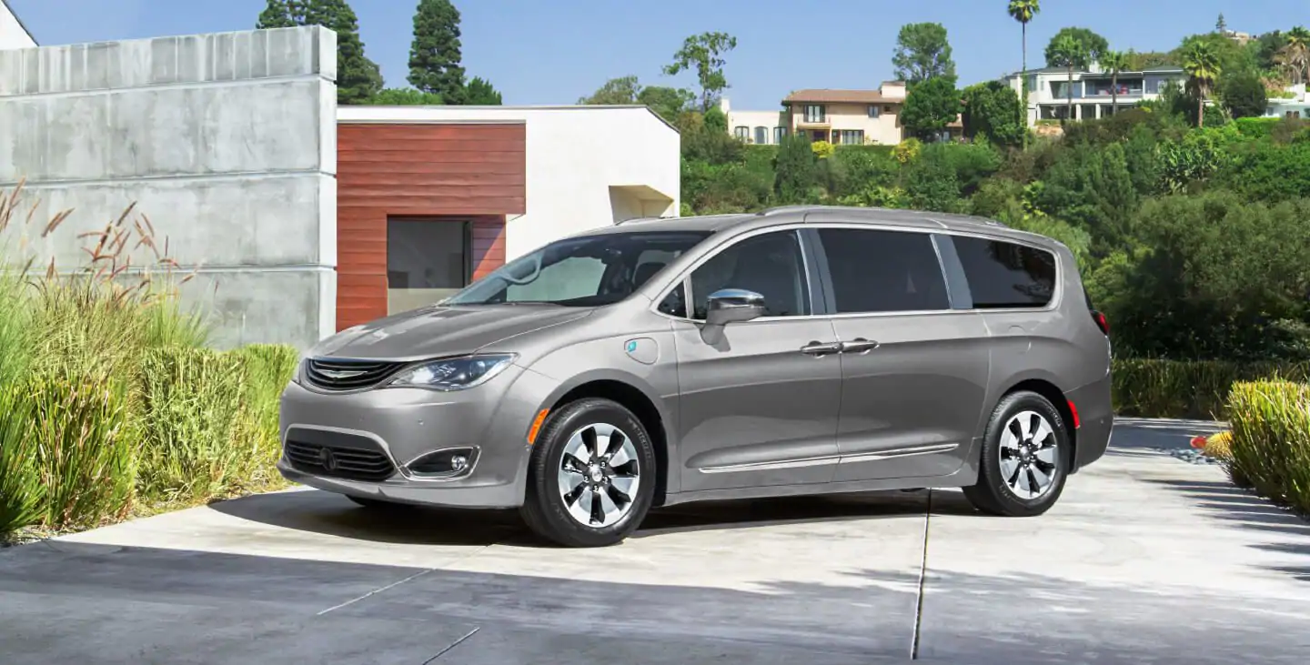 Chrysler Pacifica Lease >> Chrysler Pacifica Hybrid Buy Lease Finance Specials Glendale Ca