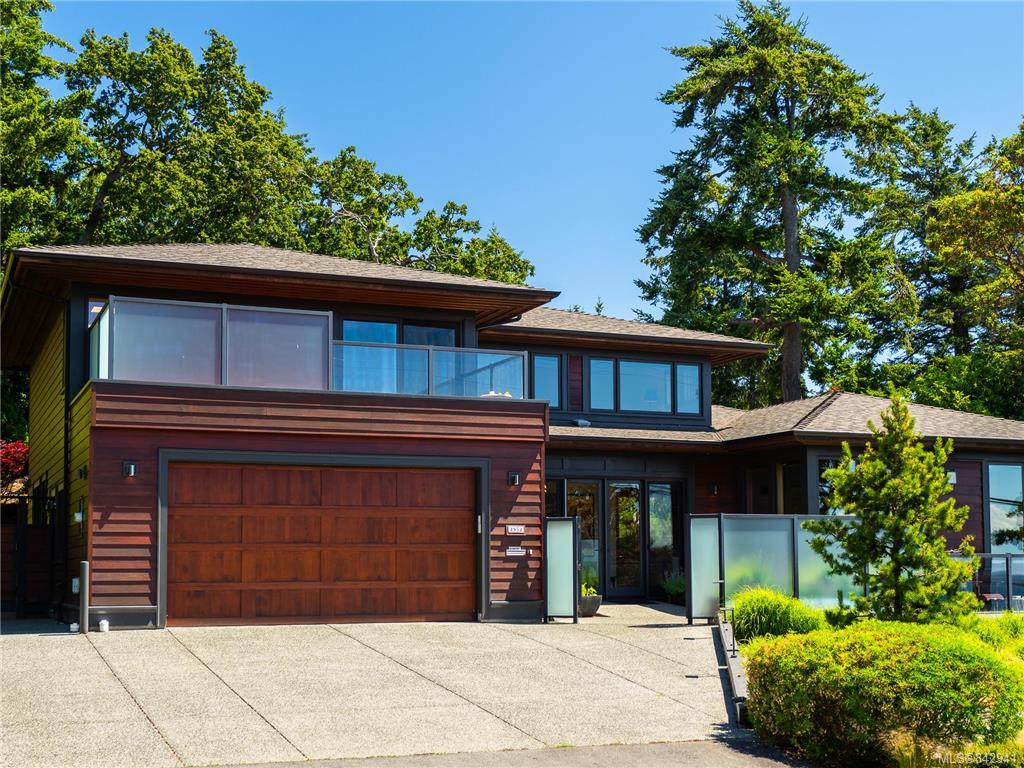 FEATURED LISTING: 2952 Tudor Ave Saanich