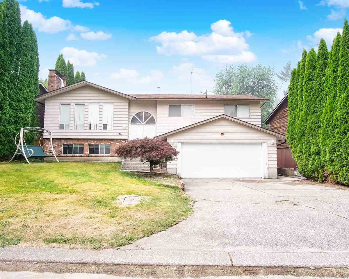 FEATURED LISTING: 3235 COMOX Court Abbotsford