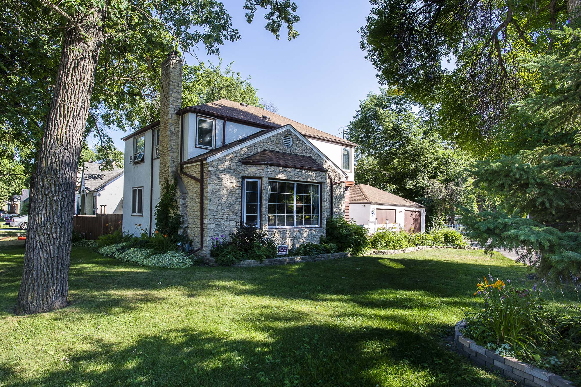 FEATURED LISTING: 855 Kildonan Drive Winnipeg