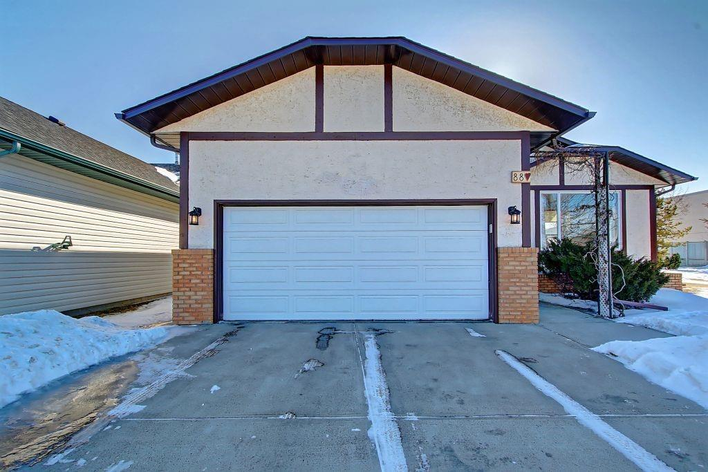 FEATURED LISTING: 88 WOODSIDE Close Northwest Airdrie