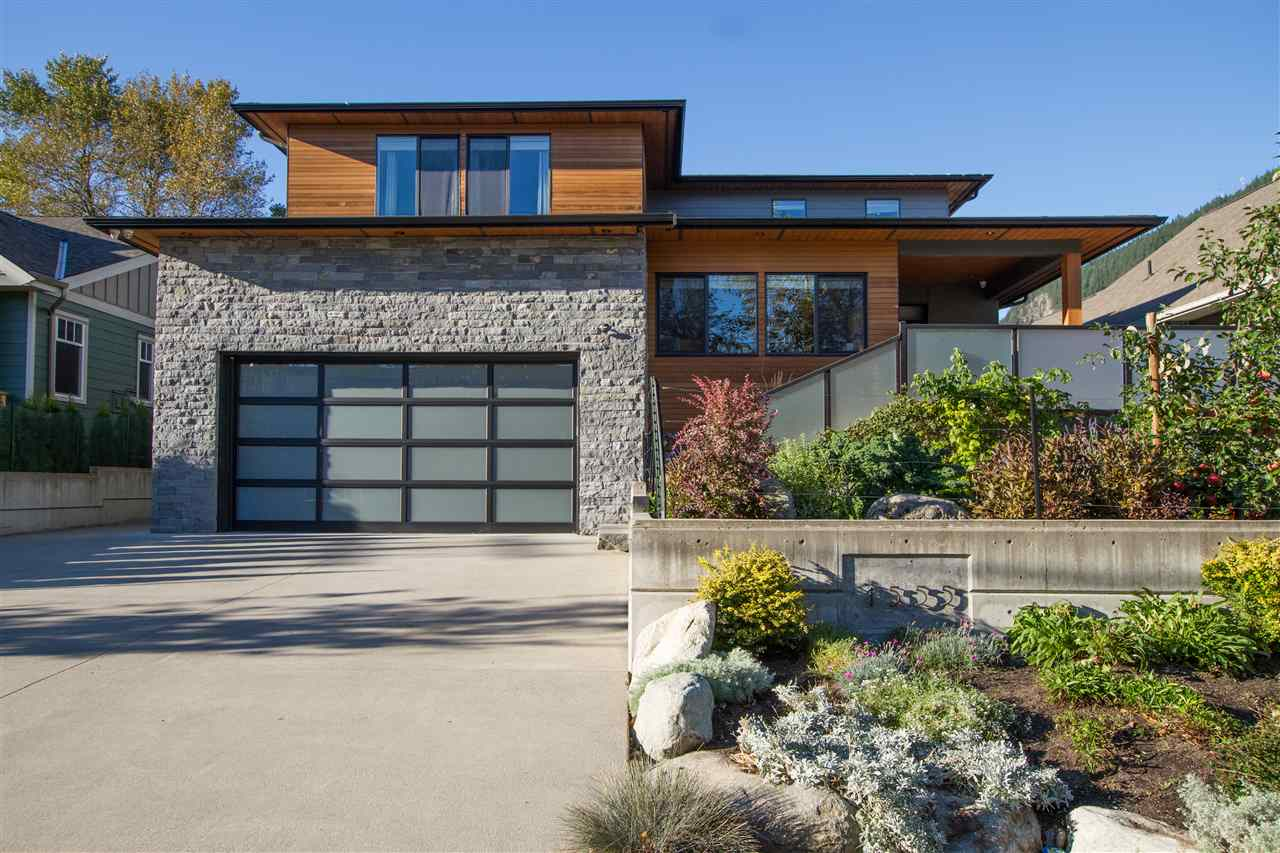 FEATURED LISTING: 1555 JUDD Road Squamish