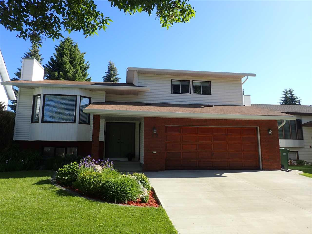 FEATURED LISTING: 22 Lennox Drive St. Albert
