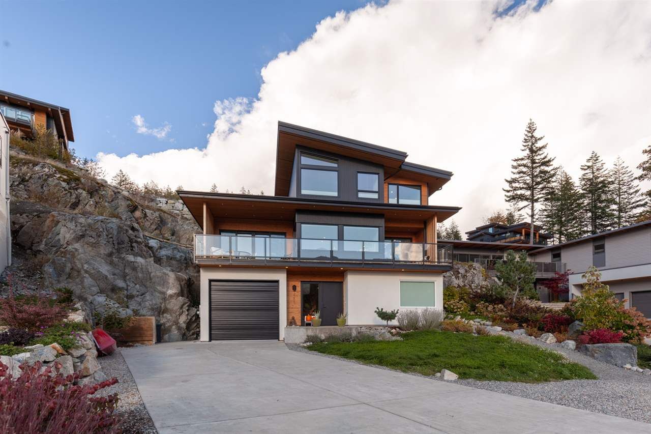 FEATURED LISTING: 2255 WINDSAIL Place Squamish
