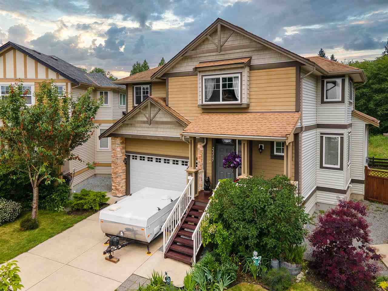 FEATURED LISTING: 23317 GRIFFEN Road Maple Ridge