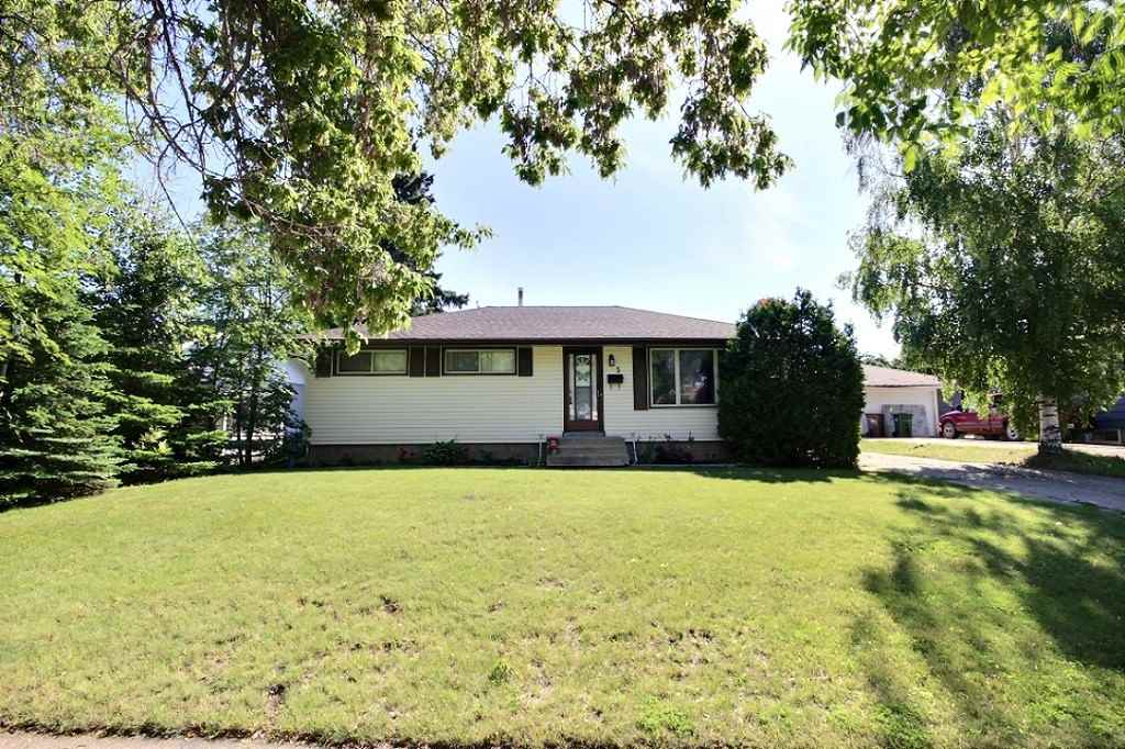 FEATURED LISTING: 5 GRANDORA Crescent St. Albert