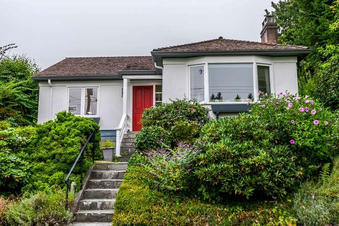 FEATURED LISTING: 2423 LAWSON Avenue West Vancouver