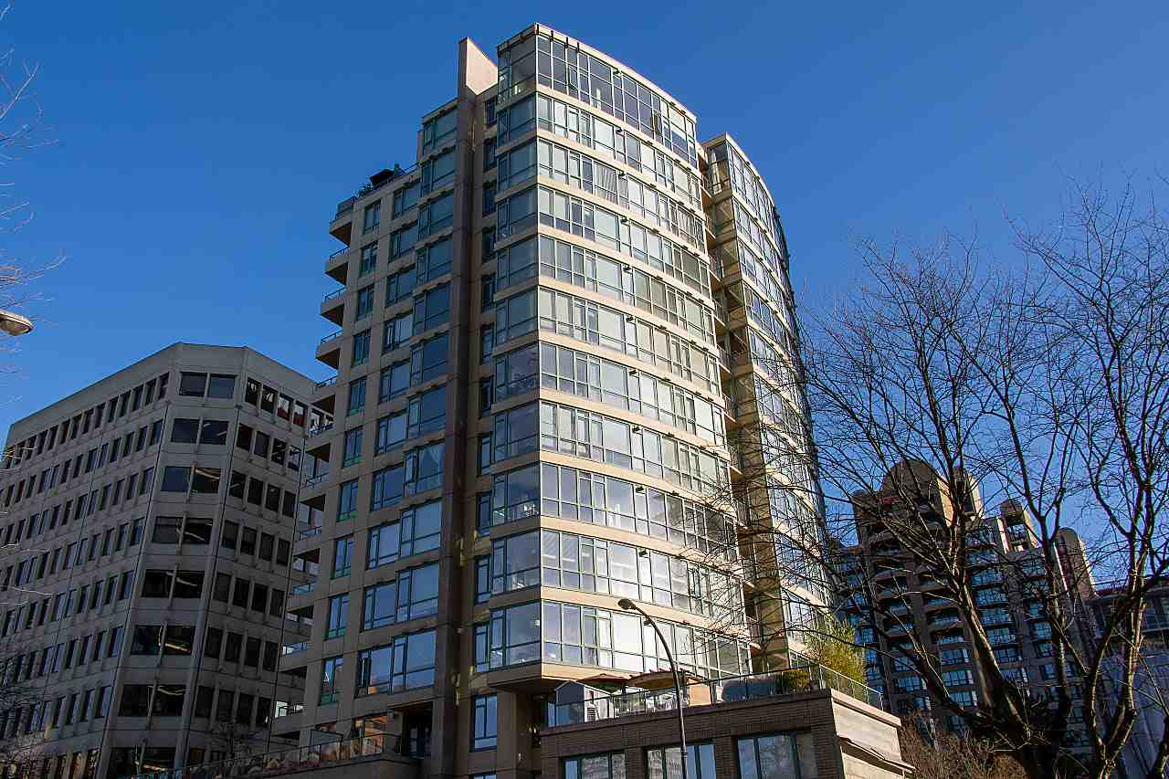 FEATURED LISTING: 402 1238 BURRARD Street Vancouver