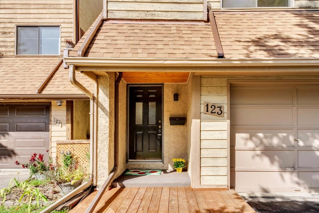 FEATURED LISTING: 123 WOODVALE Bay Southwest Calgary