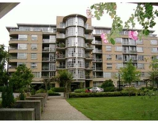 "Main Photo: 201 2655 CRANBERRY Drive in Vancouver: Kitsilano Condo for sale in ""NEW YORKER"" (Vancouver West)  : MLS® # V690804"