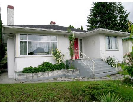 FEATURED LISTING: 8151 10TH AV Burnaby