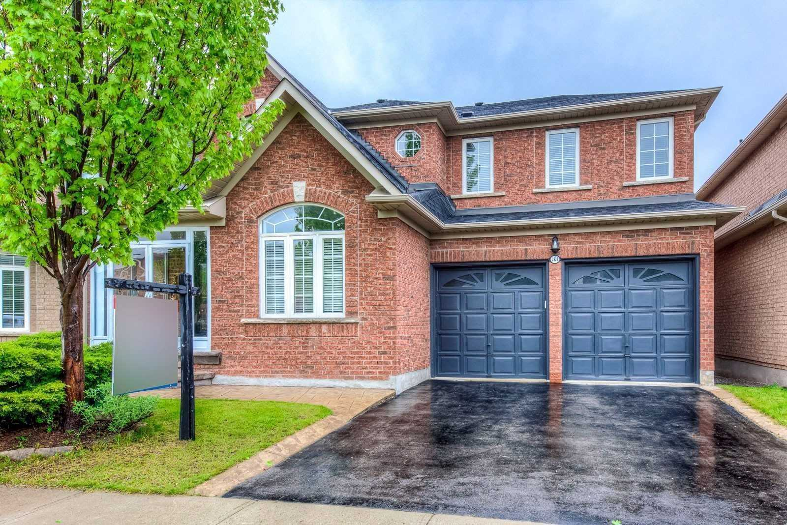 FEATURED LISTING: 2323 Falling Green Drive Oakville